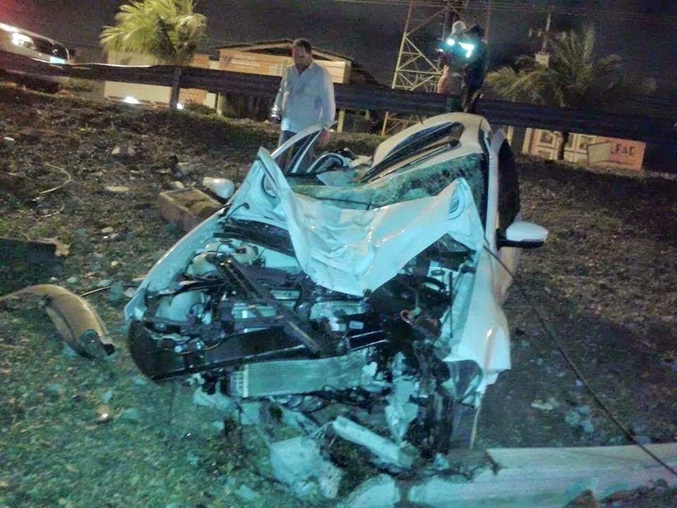 Condutora perde controle de veículo e capota em Aracaju