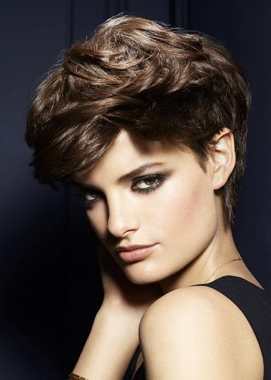 el cabello corto es genial para inventar e innovar y variar el look peinados con accesorios tups ondas flequillos puedes darle volumen y movimiento