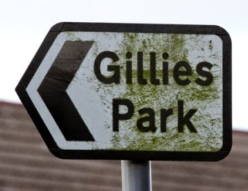 Signpost to Gillies Park in Broughty Ferry