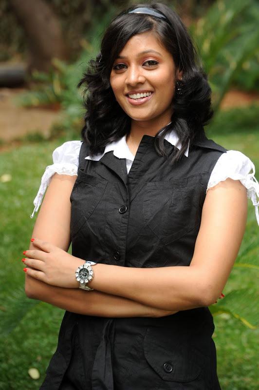 Actress Monica Sharma Stills Gallery navel show