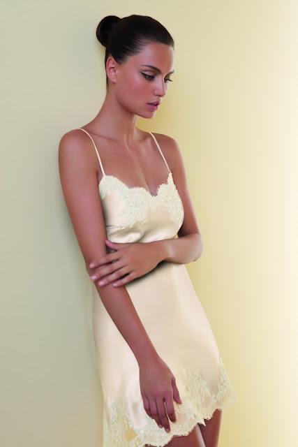 La ropa interior de las novias en caramella caramella for Ropa interior de novia