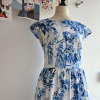 Fertiges Sommerkleid mit Porzellandruck