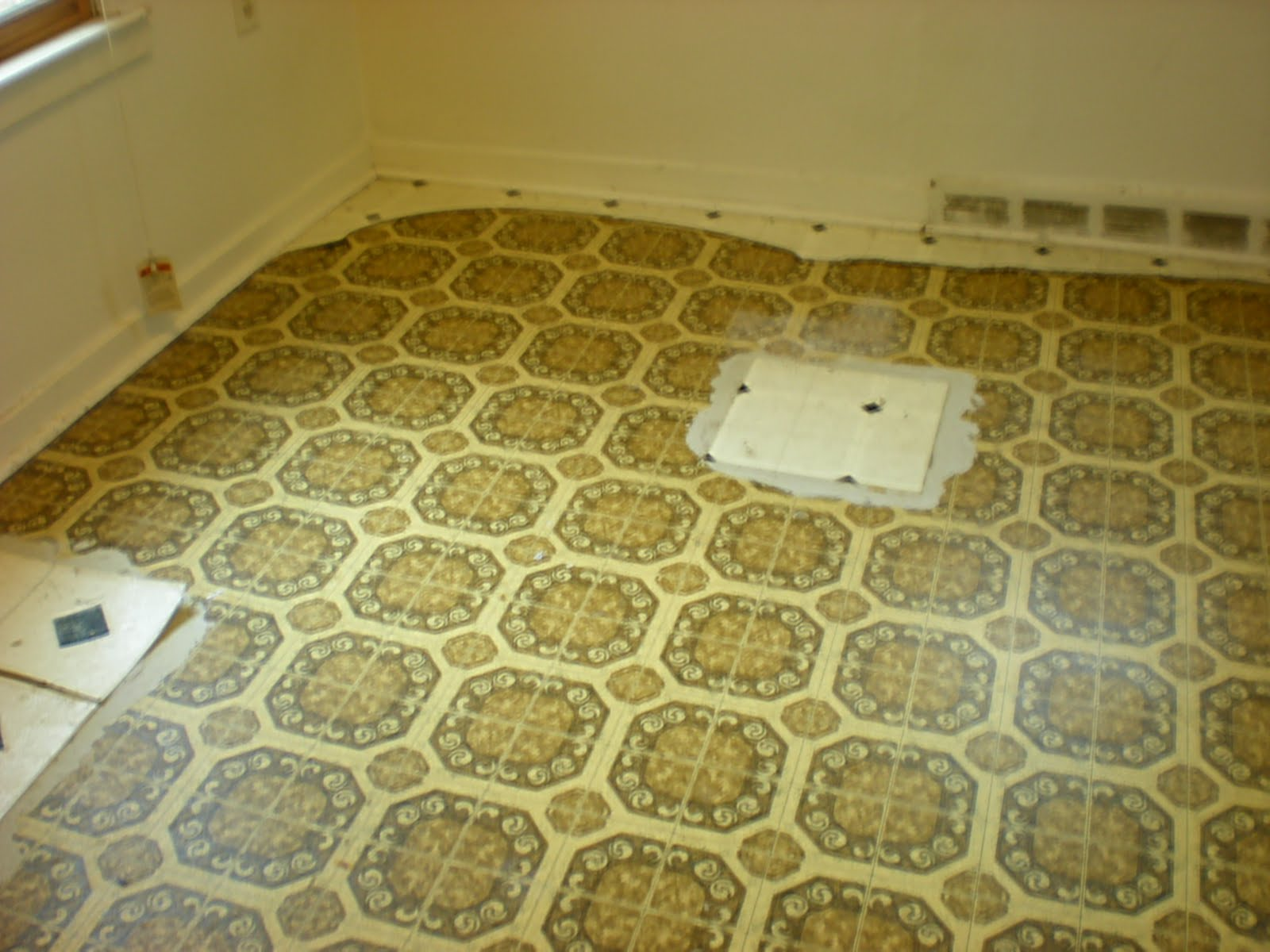 Exscapes reflooring my apartment for Vintage linoleum flooring