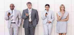 Smartphone-karyawan-bisnis-Antara-Kebutuhan-atau-Gengsi