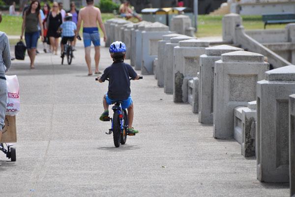 balmoral beach bike path