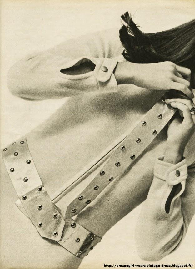 La parure cloutée - 1966  FOURNITURES:   0,35 m de tissu en 90 de largeur.  57 clous de 1 cm de diamètre.  COUPE:  Reproduire sur papier fort chacune des pièces de ce patron selon les mesures indiquées sur le schéma.  Les découper, et les poser sur le tissu qui sera coupé en prévoyant les coutures en plus.  EXECUTION.  1. Collier : couper une fois. Coller sur une épaisseur de peau et faire poser une pression.  2. Régate : couper deux fois. Coller la partie du dessus sur une peau fine. Poser les clous aux endroits indiqués par des croix. Piquer endroit contre endroit par A-B-C.  Retourner.  Fermer à points coulés A-C. Nouer la régate comme une cravate sur le collier.  3. 1/2 ceinture  : couper double en posant le milieu pointillé sur le pli du tissu.  Poser  les  clous  aux endroits  indiqués par des croix. Coller sur une peau .Poser une agrafage à vos mesures. années 60 1960 1960s 1960's 60s 60's sixties mod yéyé paco rabanne silver stud tie belt diy craft scrap sew vintage retro