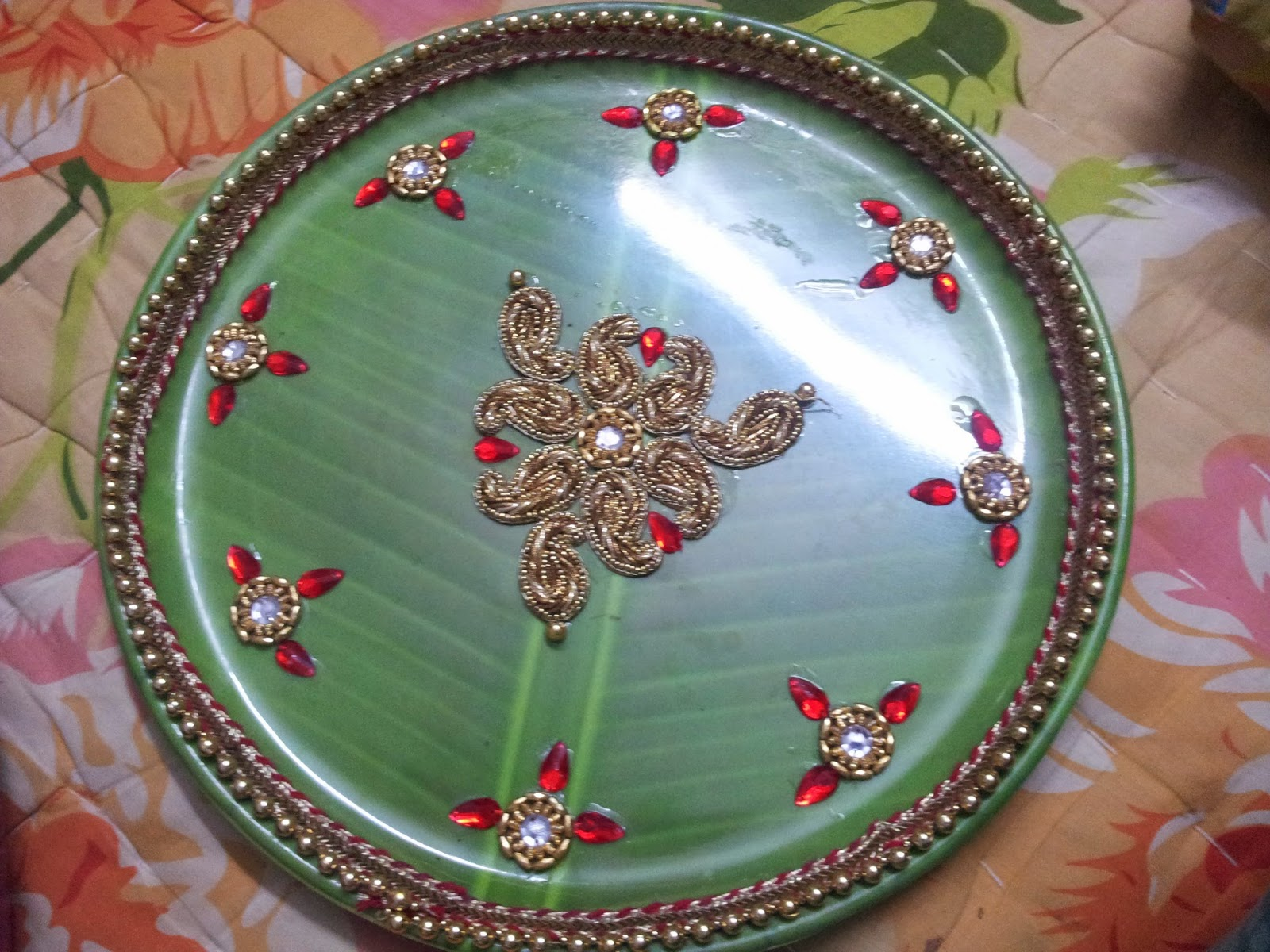 ... nephewu0027s upanayanam and I made this designer tray. Got a leaf designed green plastic plate which is light weight I decorated it with laces and patches. & Swarnaa Creations: Designer plate for my Nephewu0027s Upanayanam