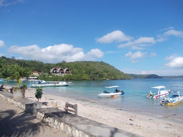 Pemandangan Pantai Desa Toyapakeh, Nusa Penida, Bali