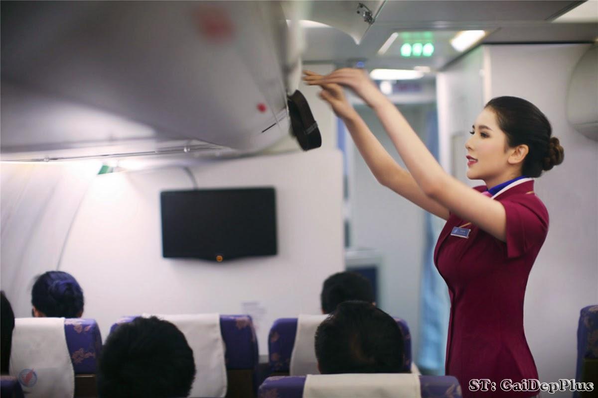 nude female flight attendant