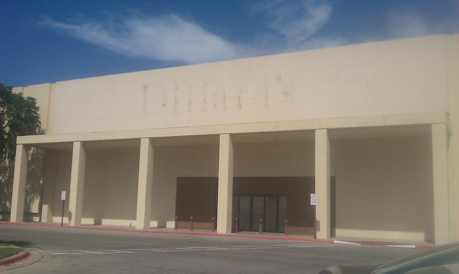 Former Dillardu0027s Menu0027s Store/ Clearance Center That Closed In 2011 .