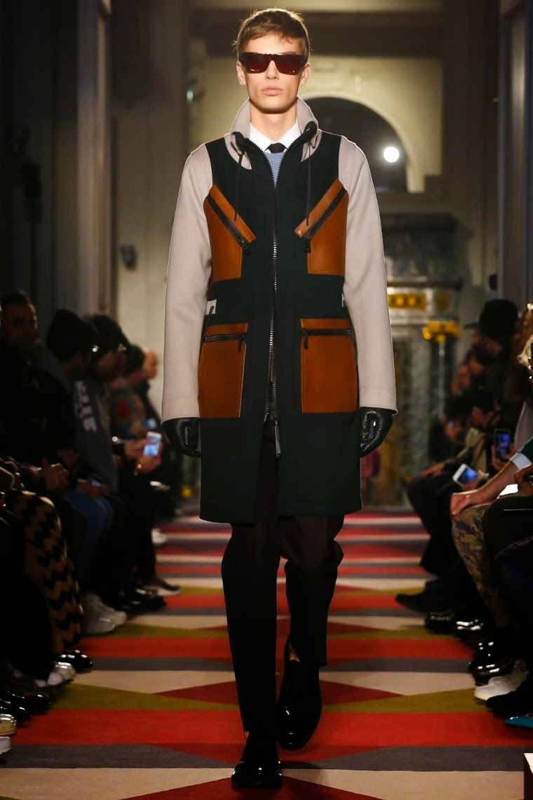 Valentino AW15, Valentino FW15, Valentino Fall Winter 2015, Valentino Autumn Winter 2015, Valentino, du dessin aux podiums, dudessinauxpodiums, PFW, Pitti Uomo, mode homme, menswear, habits, prêt-à-porter, tendance fashion, blog mode homme, magazine mode homme, site mode homme, conseil mode homme, doudoune homme, veste homme, chemise homme, vintage look, dress to impress, dress for less, boho, unique vintage, alloy clothing, venus clothing, la moda, spring trends, tendance, tendance de mode, blog de mode, fashion blog, blog mode, mode paris, paris mode, fashion news, designer, fashion designer, moda in pelle, ross dress for less, fashion magazines, fashion blogs, mode a toi, revista de moda, vintage, vintage definition, vintage retro, top fashion, suits online, blog de moda, blog moda, ropa, blogs de moda, fashion tops, vetement tendance, fashion week, Paris Fashion Week