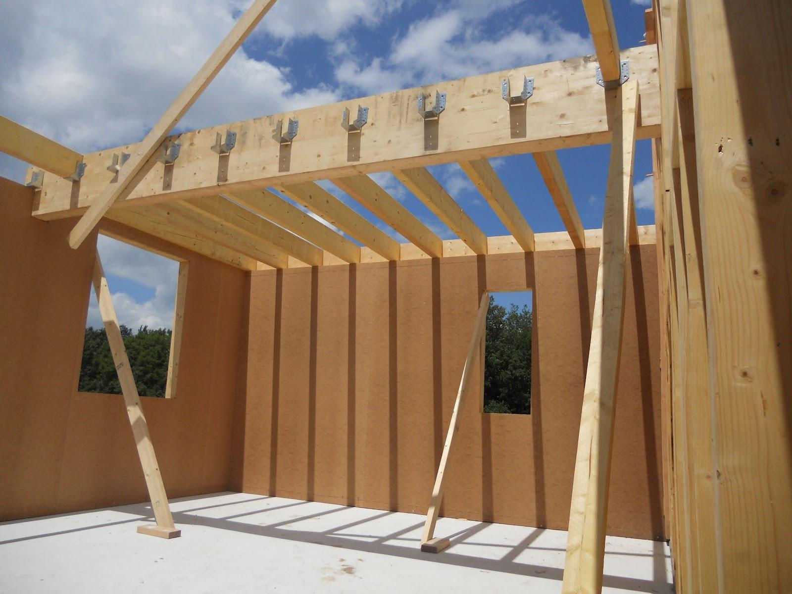 Cr ons en bois levage d 39 une maison ossature bois tursac en p rigord noir for Construction en bois 6 etages