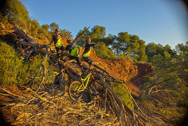 Commencal Vallnord Enduro Team will feature Cécile and Cédric Ravanel