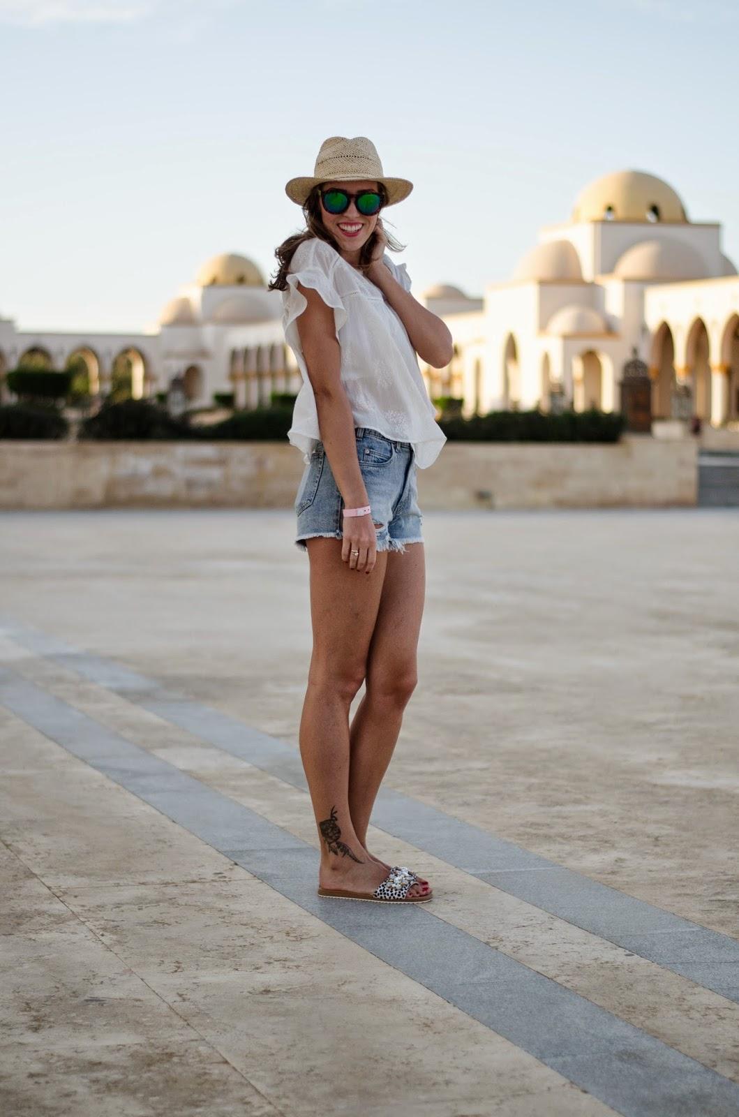 kristjaana mere sahl hasheesh blue jeans white shirt summer 2015 trend