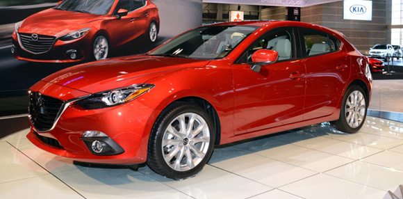 Toyota Corolla Altis 18 2014 Va Mazda 3 2015 nen chon lua xe nao