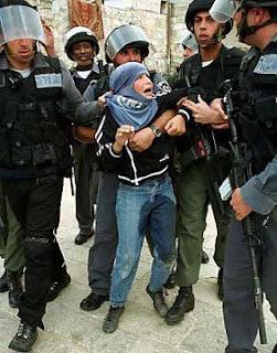 Menino palestino se urina ao ser capturado por soldados de Israel