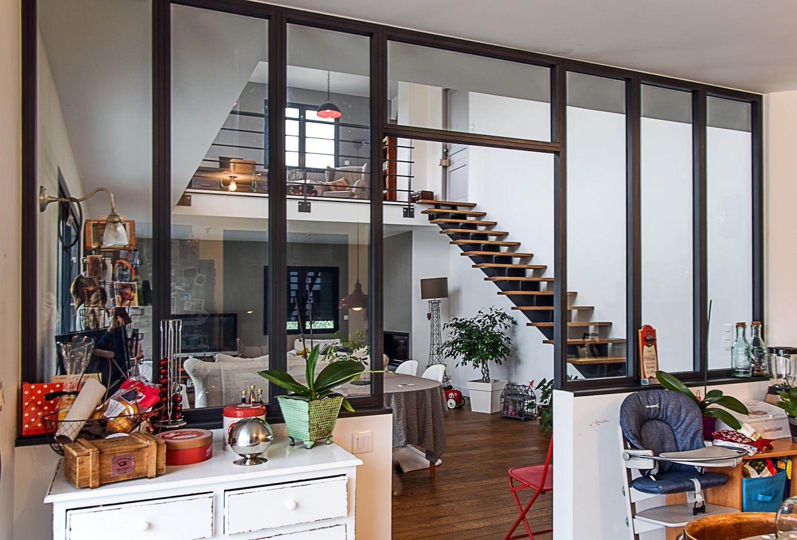 Verre miroir cie zoom sur la verri re int rieure for Verriere interieur cuisine