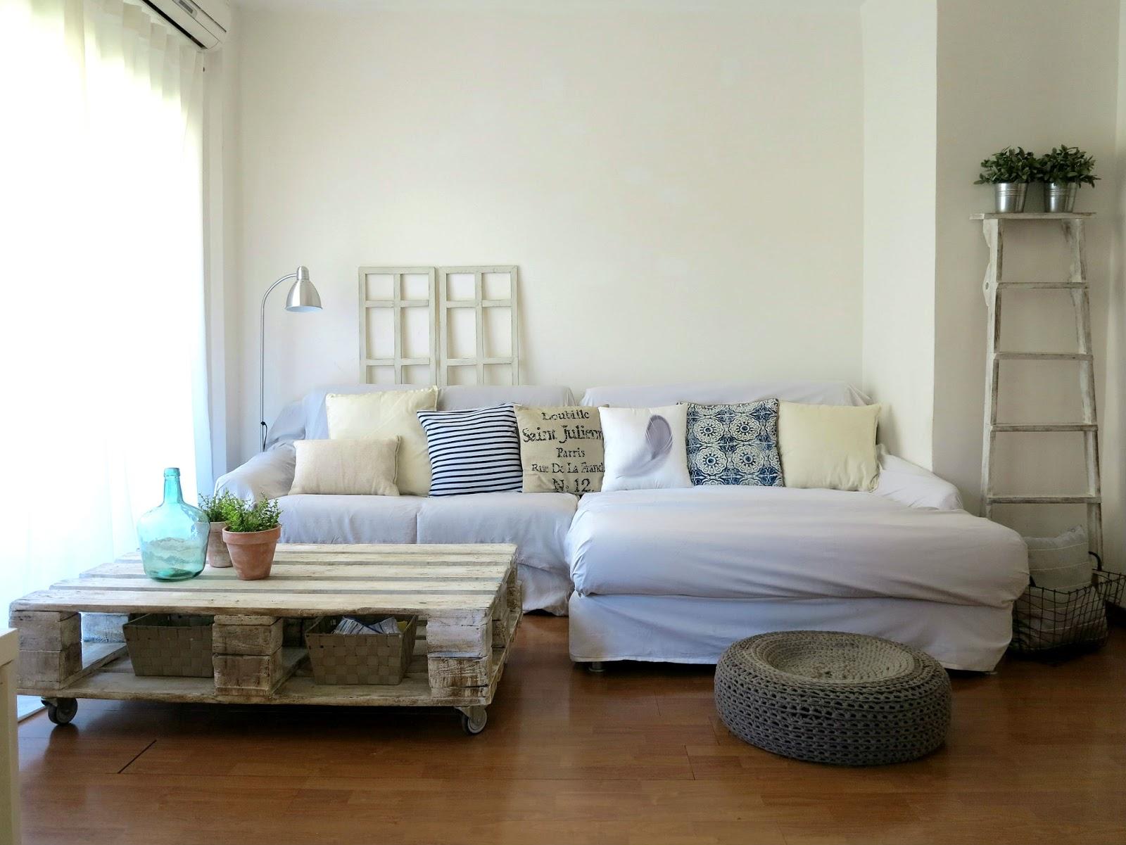 Rocco en mi sofa decora tu sal n para el verano - Cojines de salon ...