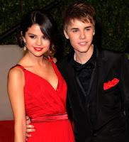 Gambar JUSTIN BIEBER TIBA DI BANDARA SOEKARNO HATTA JAKARTA, Justin Bieber Gandeng Selena Gomez