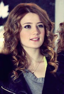 Turkish 'Gizem Karaca' In Fareb on Express Entertainment) becoming people's favorite in Pakistan celebrities