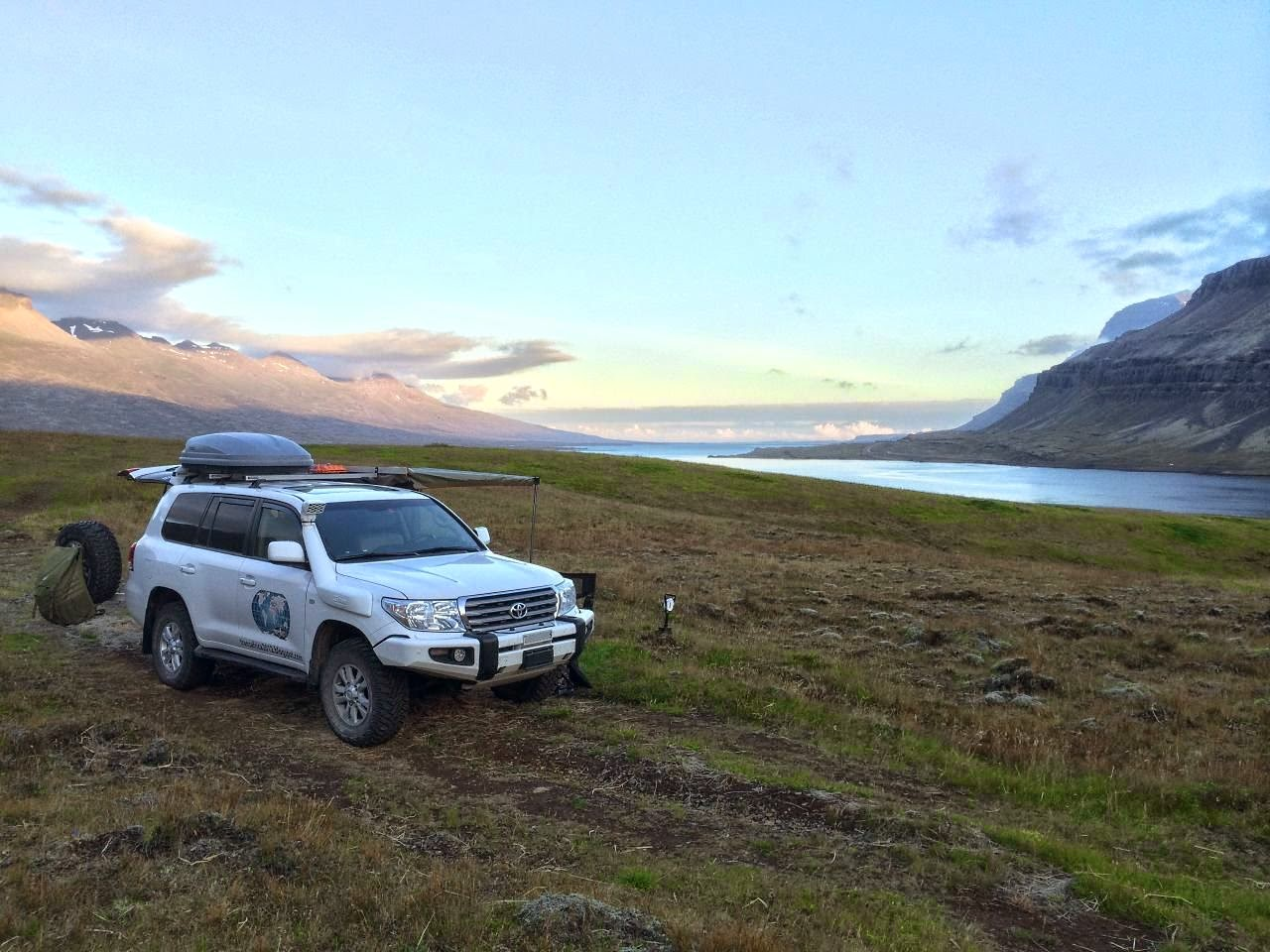 Der typische Tagesablauf als Selbstfahrer auf Fernreise. Hier Wildcamping mit dem 4x4 auf Island