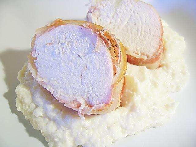 Pui in bacon cu sos de telina