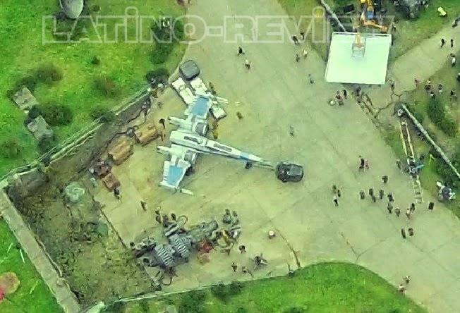 Vista aérea de un X-Wing nuevo en el set de rodaje de  Star Wars episode VII
