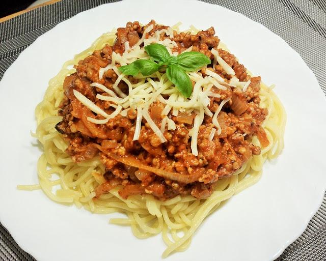 spagetti bolognese z mięsem mielonym