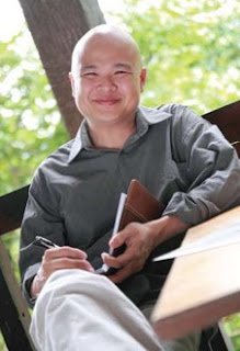 Photo of Jeremy Chin, courtesy of Jeremy Chin (www.fueldabook.com)