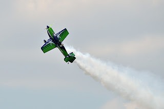 picture of Gary Ward Aerobatics show at the Evansville Freedom Festival flying sideways
