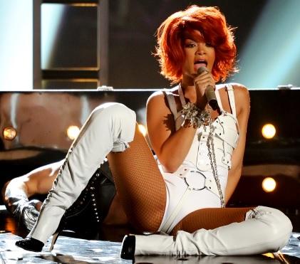 Rihanna cantando en concierto