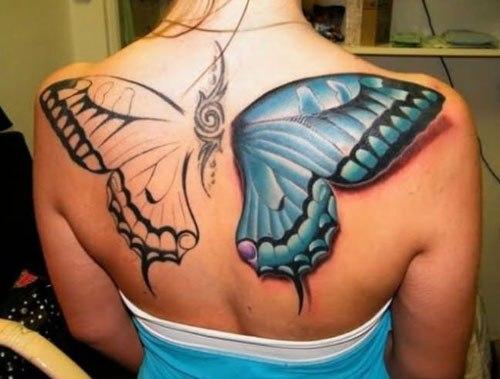 Tatuaje de alas de mariposa azul en la espalda