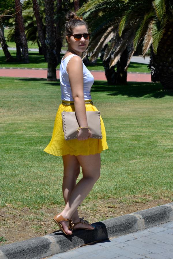 Look_Outfit_Falda_Amarilla_Camiseta_Calavera_Verano_Nudelolablog_02