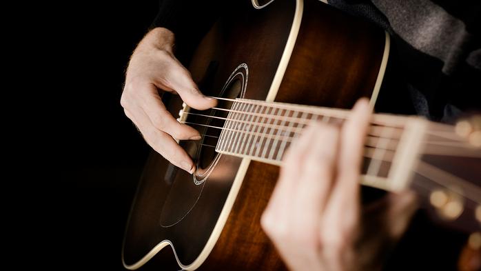 đệm hát guitar và kỹ thuật với tay phải
