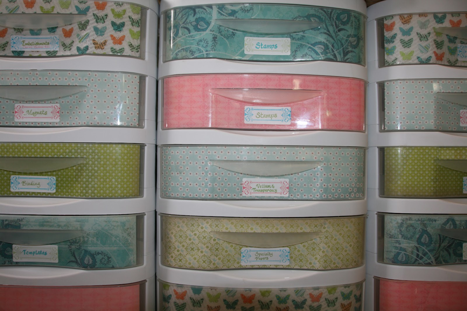 Lw designs workspace wednesday plastic drawer makeover for Plastic craft storage drawers