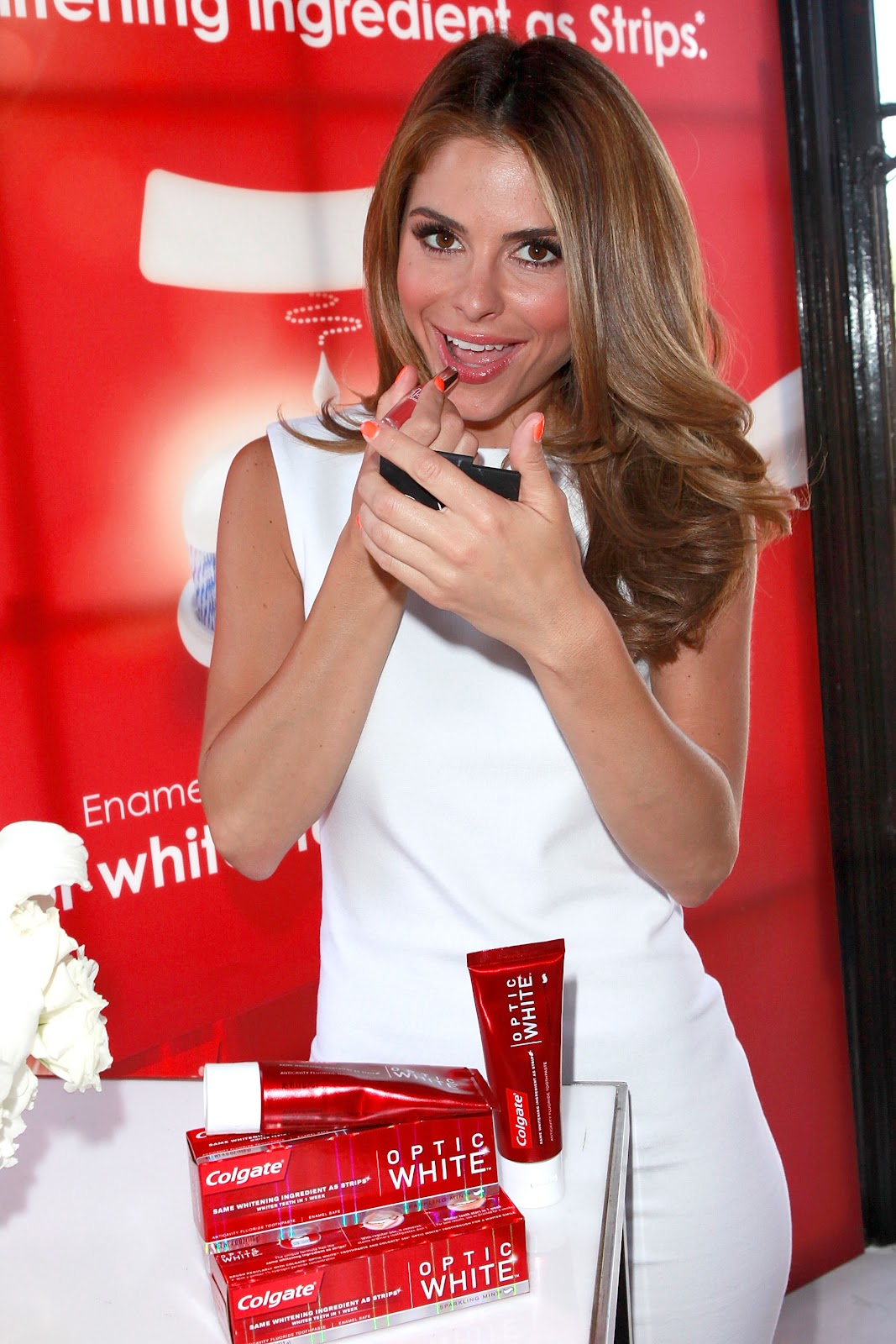 http://4.bp.blogspot.com/-C8I_ovqS3M8/T-OH4gMV_8I/AAAAAAAACGA/wI5YpM0XCqY/s1600/Maria+Menounos+promotes+Colgate+Optic+White+Beauty+Bar,+Nine+Zero+One+Salon+in+LA+02.jpg