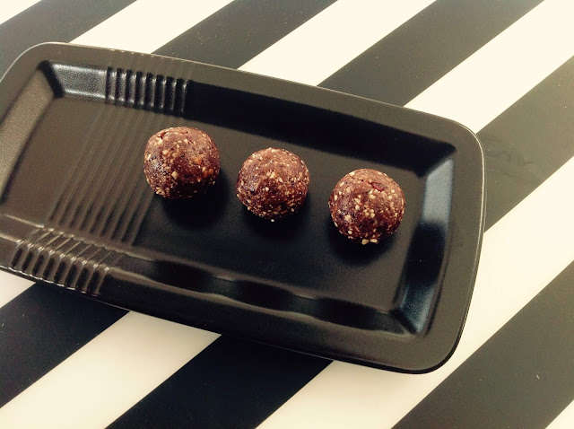 No-bake-healthy-chocolate-protein-balls