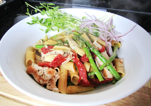 Jen's Pasta: chicken, sundried tomato, artichoke, asparagus and penne