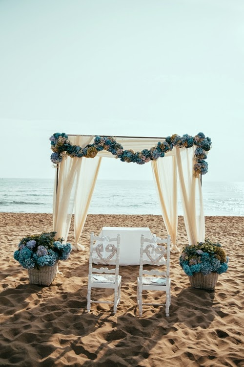 strandbröllop, beach wedding. bröllop blå hortensia, wedding blue hydrangeas, sea inspired wedding, havsinspirerat bröllop