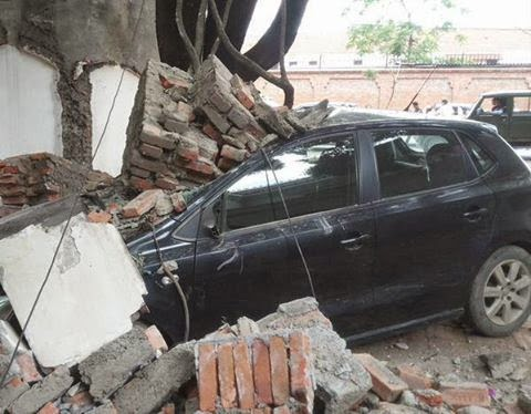 Car crashed in the Quake