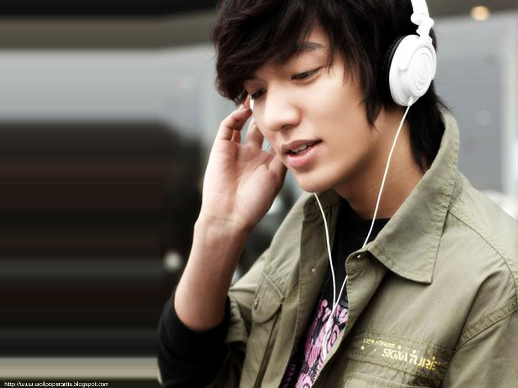 Lee+Min+Ho+Listening+Music+Wallpaper.jpg