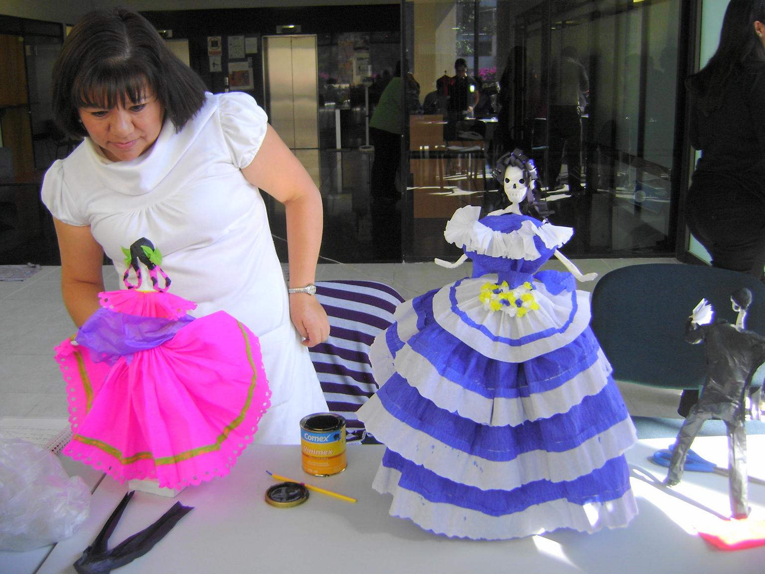 Algunos fueron luchadores renombrados como \u0026quot;La Parca\u0026quot; y otros se decidieron por campesinas, o lindas princesas, de papel crepé y china en brillantes colores