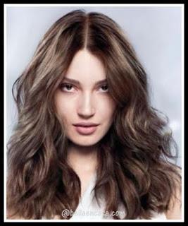 Tener el cabello natural castaño , sin tinte
