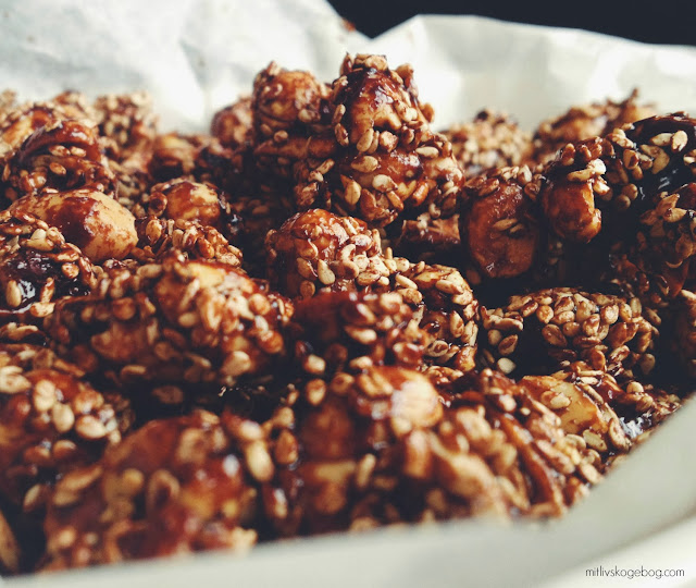 Sunde nøddesnacks - peanuts, kakao & sesam - Mit livs kogebog