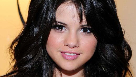 selena gomez casual fashion 2011. selena gomez and demi lovato