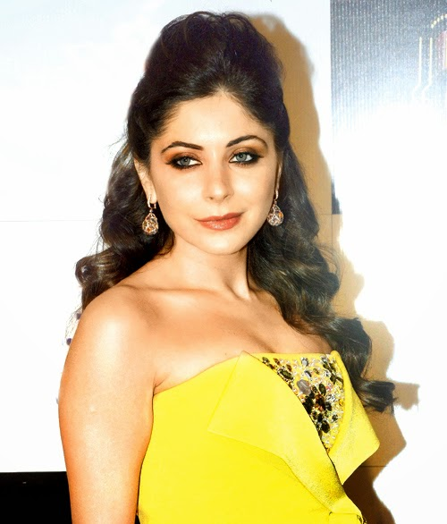 Kanika Kapoor Biography, Wiki, Dob, Height, Weight, Native ...