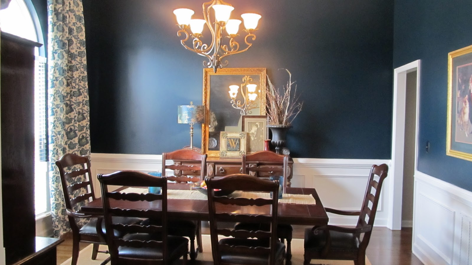 coat of blue for the dining room walls the color is sherwin williams