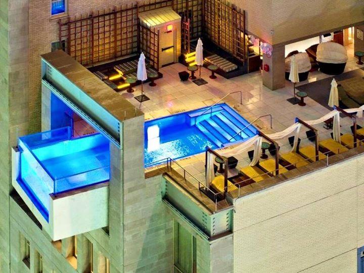 Kolam renang di atas hotel menyeramkan