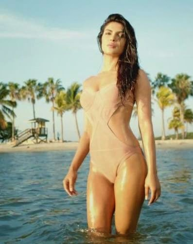 priyanka-chopra-looking-hot-in-swimsuit