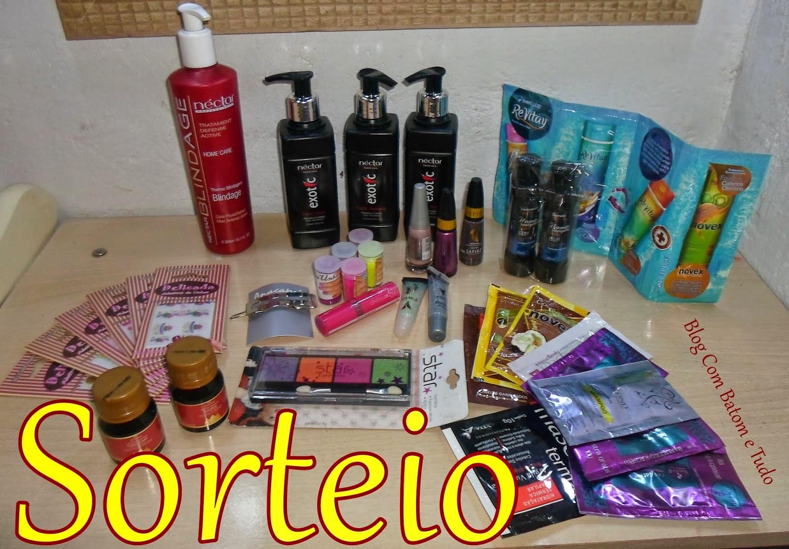 http://www.combatometudo.com.br/2014/10/sorteio-de-tudo-um-pouco-maquiagens.html